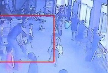 ATENTIE imagini SOCANTE! O profesoare a batut cu bestialitate o fetita de 4 ani! VIDEO