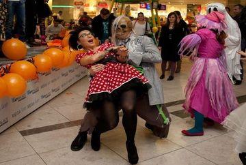 DJ Wanda a dansat cu mortii si fantomele pe scena!
