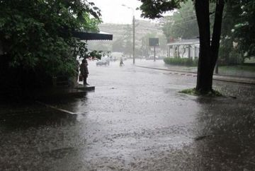 Toamna pune stapanire pe Romania cu ploi si ninsori! Vezi cum trebuie sa te imbraci de maine