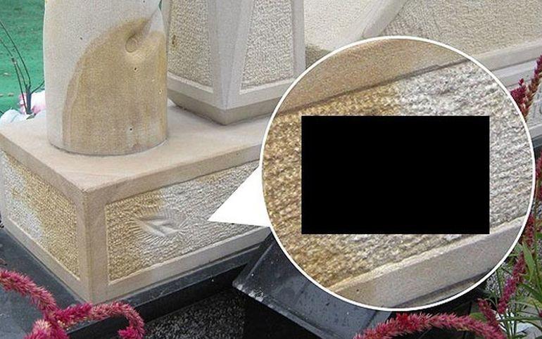 Mormantul care va atrage atentia tuturor barbatilor! A implinit ultima dorinta a sotiei sale: i-a imprimat PARTILE INTIME pe piatra funerara FOTO