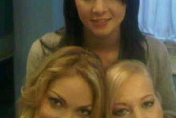 Valentina Pelinel s-a pozat cu sora si mama! Uite ce frumoase sunt toate trei!