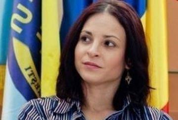 Corina Ungureanu este din nou singura