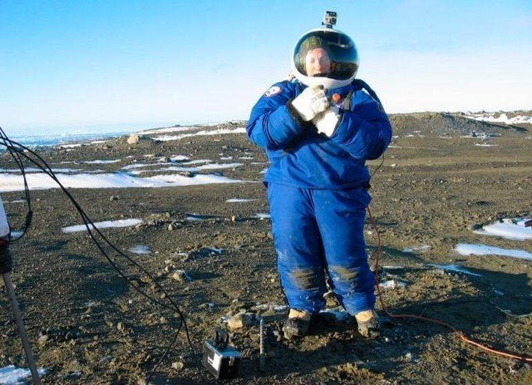 NASA a testat in Antartica primul costum pentru astronautii care vor ajunge vreodata pe MARTE! Uite singura imagine data publicitatii cu echipamentul de peste 100.000 de dolari