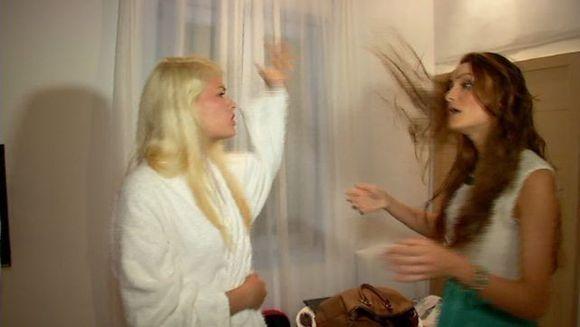 Doua concurente de la Next Top Model s-au luat la bataie in timpul filmarilor! Vezi ce aveau de impartit cele doua!