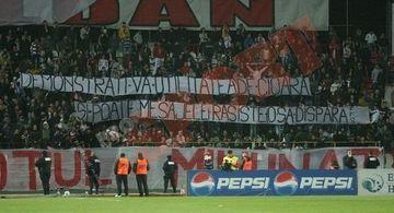 Galeria dinamovista a afisat bannere rasiste la partida cu Rapid
