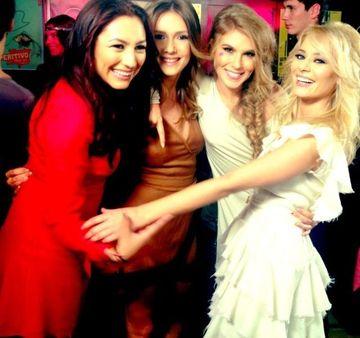 Foto de colectie! Andra, Adela Popescu, Corina si Laura Cosoi s-au reunit pentru tine. Care iti place mai mult?