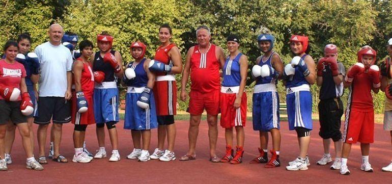 Adrian Lacatus, antrenorul lotului feminin de box a fost un crai in armata