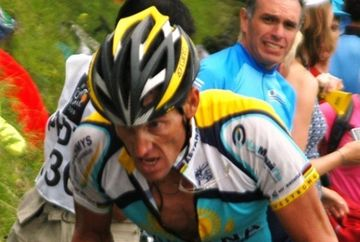 Armstrong a fost sters din istoria ciclismului