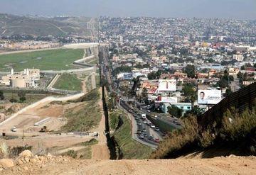 Asa arata granita dintre SUA si Mexic! Nu o sa ghicesti niciodata in care parte sunt americanii!