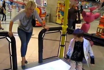 Iuliana Marciuc si fiul ei, David, emotii in simulatorul 4D!