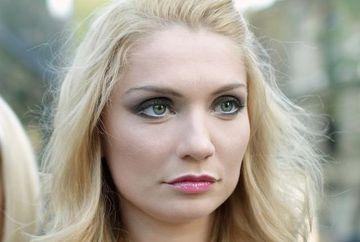 Platinat sau aramiu? Ce nuanta de blond iti place mai mult la Cristina Cioran?