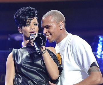 Rihanna, hotarata sa faca publica relatia ei cu Chris Brown