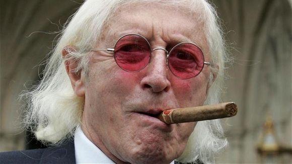 Sir Jimmy Savile, anchetat post-mortem! Afla cum este posibil ca un prezentator TV sa ramana fara piatra de mormant