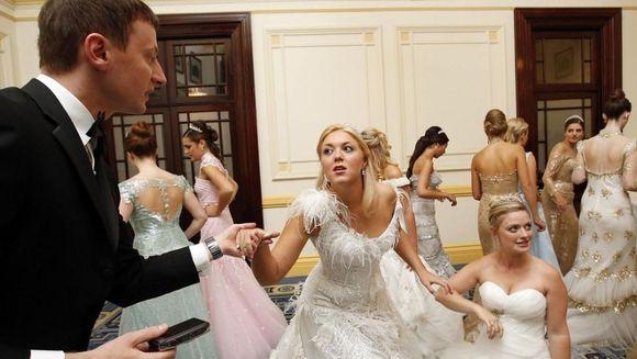 Diamante, lectii de dans si bune maniere. Ce se afla in spatele celui mai prestigios eveniment de societate din Londra GALERIE FOTO