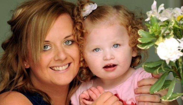 DRAMA unor parinti din Marea Britanie: fetita lor ar putea muri din cauza unui stranut FOTO