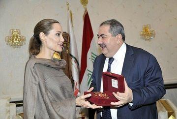 Ce cadou a primit Angelina Jolie de la ministrul de Externe al Irakului