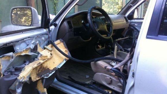 INCREDIBIL: un barbat si-a gasit masina distrusa din cauza unor seminte de floarea soarelui! Vezi cum a fost posibil FOTO