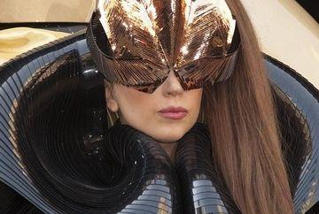 Lady Gaga, TUMBE PE SCARI la o lansare din New York GALERIE FOTO