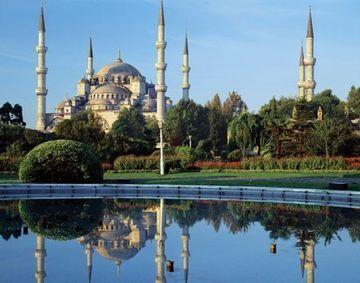 """CONCURS - Am aflat cine este castigatorul din a doua luna de concurs! Urmareste """"Suleyman Magnificul - sub domnia iubirii"""" intra pe pagina de Facebook """"Imi plac serialele turcesti"""" si poti castiga un city break pentru 2 persoane in Istanbul"""