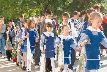 Guvernul a decis: scoala incepe cu o saptamana mai tarziu. Vezi aici calendarul complet al noului an scolar