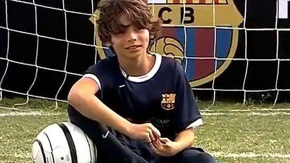 S-a nascut fara picioare, dar joaca fotbal MAI BINE decat copiii normali! Povestea baietelului de 11 ani curtat de FC Barcelona VIDEO