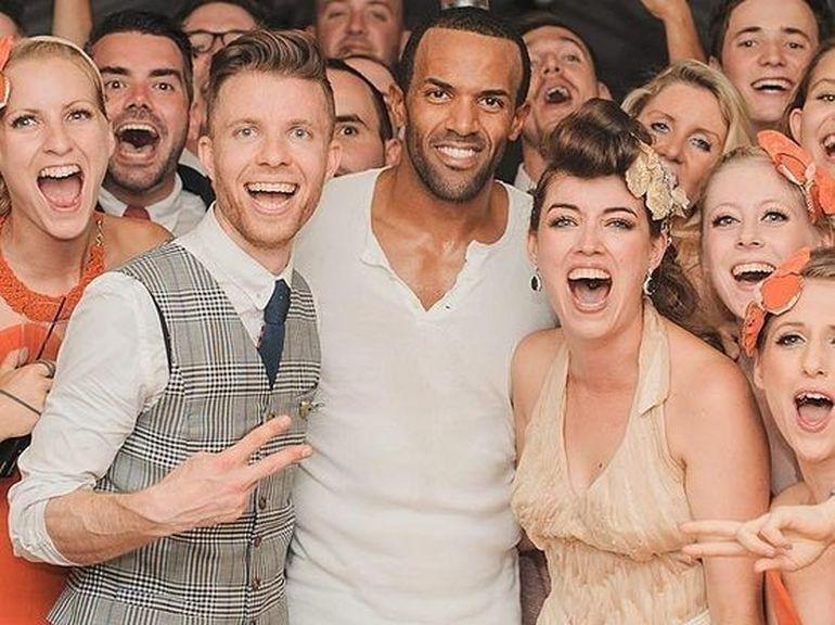 Craig David a indeplinit visul unui cuplu de fani. A mers la nunta lor, dupa ce au postat un VIDEO pe internet!