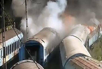 INCENDIU puternic in Capitala: mai multe trenuri de calatori au luat foc in Gara de Nord FOTO