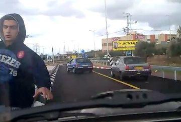 Probleme in trafic? Cu putin tupeu totul se poate rezolva! Vezi FINALUL NEASTEPTAT al confruntarii dintre doi soferi VIDEO