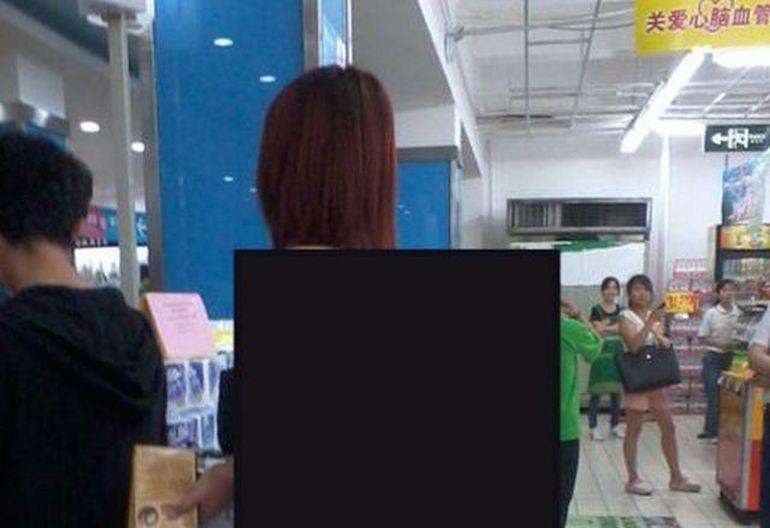 Ati merge la shopping imbracate asa? Tanara care A SOCAT clientii unui magazin cu tinuta ei FOTO