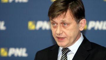 """Presedintele interimar Crin Antonescu: """"Decizia Curtii este nedreapta. Nu ma retrag din politica"""""""