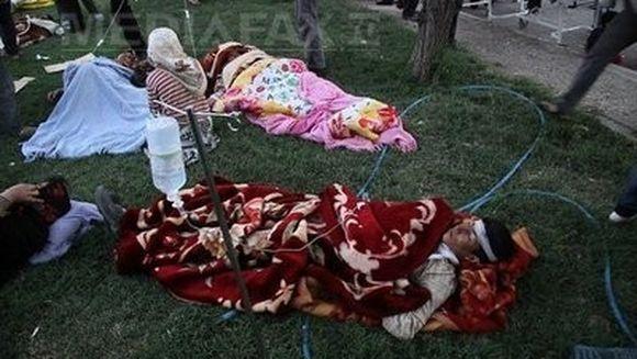 Cutremure in Iran: Cel putin 250 de morti si peste 1.500 de raniti. 12 sate au fost distruse total