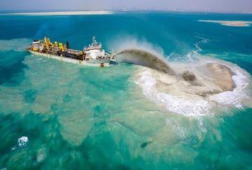 UIMITOR! Iata cum construiesc autoritatile din Dubai insulele artificiale, celebre in toata lumea FOTO