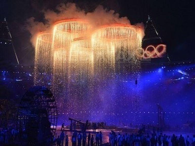 Ceremonie fastuoasa de deschidere a Jocurilor Olimpice 2012! Victor Ponta a sustinut din tribune sportivii romani