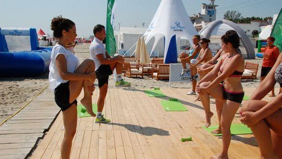 Raluca Lazarut a facut aerobic pe plaja Kanal D Summer Studio! FOTO