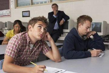 BACALAUREAT 2012: 120 de elevi au fost ELIMINATI de la proba scrisa de limba romana. Astazi se desfasoara proba la limba si literatura materna