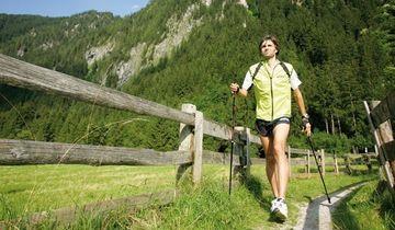 Mersul pe jos timp de o ora si jumatate reduce riscul de cancer la san la femei