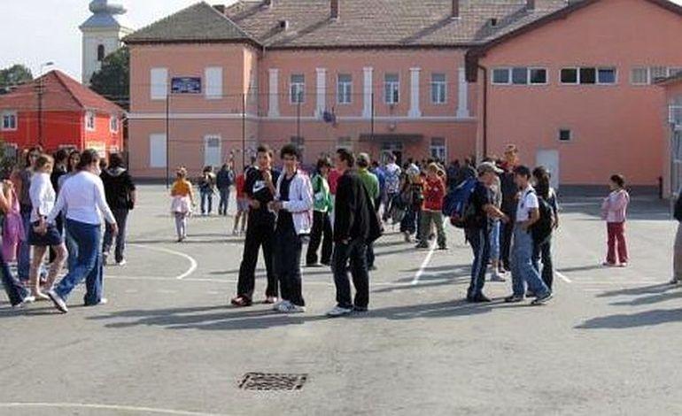 EVALUAREA NATIONALA 2012: vezi aici ce CELE MAI TARI PERLE scoase de candidatii la limba si literatura romana