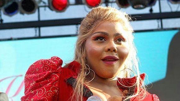 Lil Kim, DISTRUSA de operatiile estetice! Iata noul look al vedetei FOTO