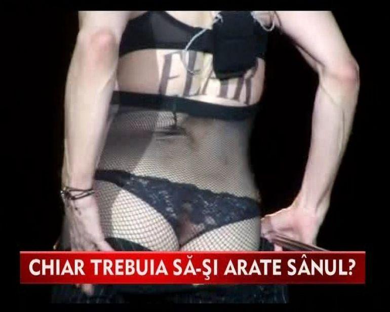 Madonna a oripilat din nou! Cantareata si-a aratat fundul pe scena la Roma VIDEO