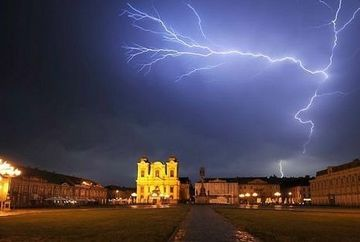 Avertizare meteo: COD GALBEN de ploi si vijelii. Vezi judetele afectate