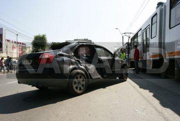 GRAV ACCIDENT pe linia tramvaiului 41: trei copii si un barbat au fost raniti! GALERIE FOTO exclusiva
