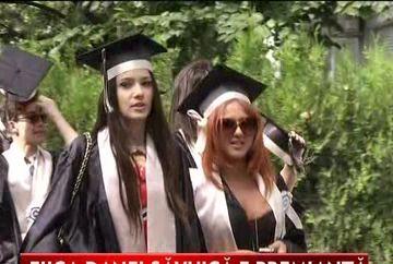 Julie, fiica Danei Savuica a absolvit liceul! Uite ce fite si lux au avut elevii la festivitatea de premiere VIDEO