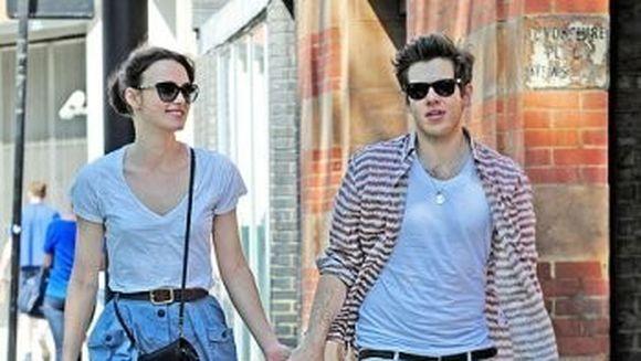 Vezi cum arata si cat a costat inelul de logodna al actritei Keira Knightley!