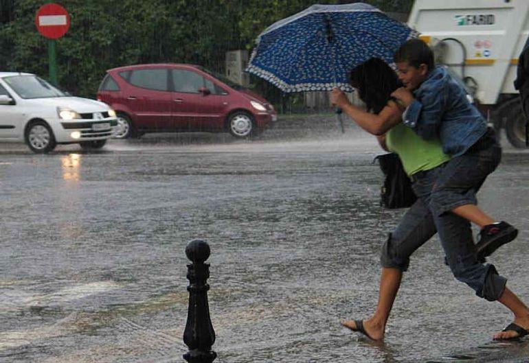 AVERTIZARE METEO: Sunt anuntate vijelii insotite de precipitatii insemnate cantitativ!