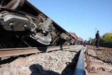Accidentele se tin lant astazi! Doua vagoane PLINE CU MOTORINA au deraiat la Brasov