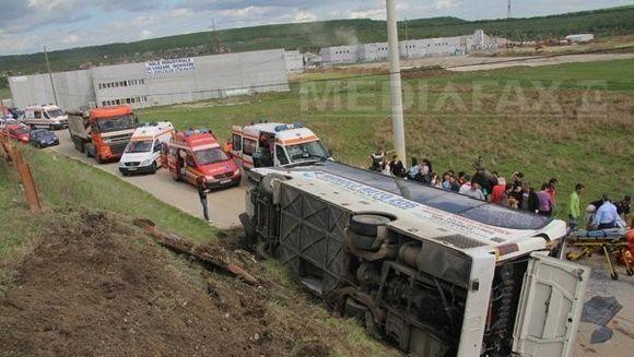 ACCIDENT GRAV: Un autobuz cu 38 de persoane a cazut de pe o pasarela! VIDEO