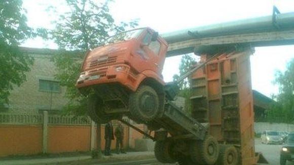 Cele mai STUPIDE ACCIDENTE de masina pe care le-ai vazut vreodata! GALERIE FOTO