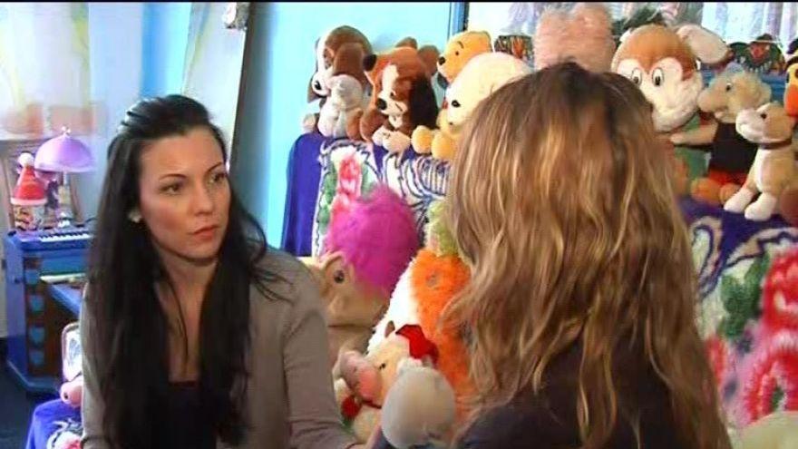 Strigat disperat de ajutor al unei fetite abuzata de tata! VIDEO