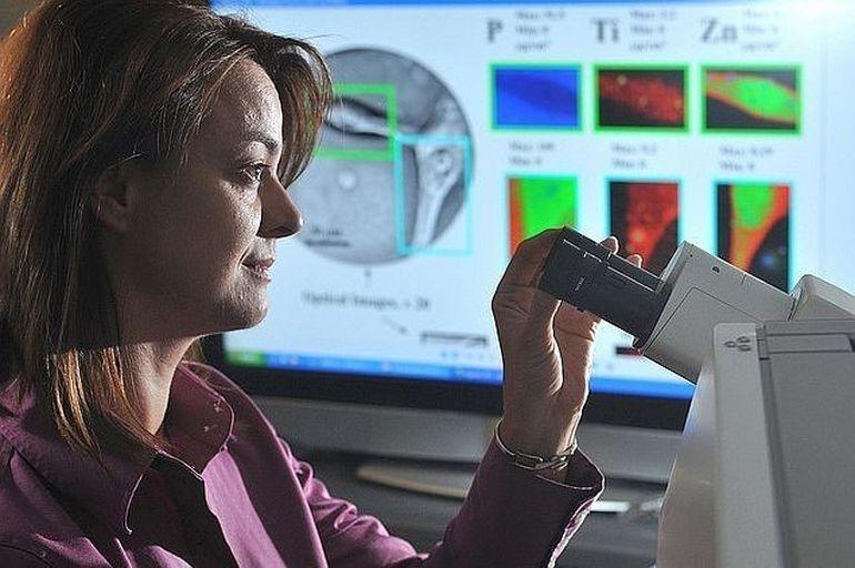 Femeile inalte au un risc mai mare de a dezvolta cancer ovarian
