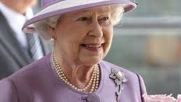 Regina Elisabeta a II-a a Marii Britanii, strabunica pentru a doua oara